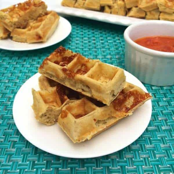 Pizza Waffle Dippers - everyone loves pizza, so why not transform it into a healthy snack recipe! | cupcakesandkalechips.com