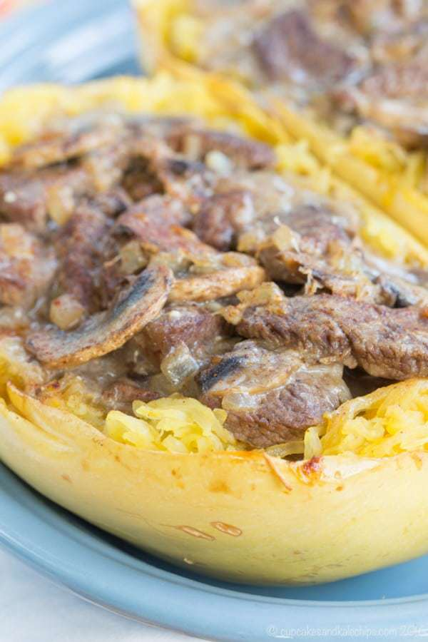 Skinny Beef Stroganoff Stuffed Spaghetti Squash - lighten up this classic dinner recipe and make it gluten free too by using lean beef and Greek yogurt, and serving it in spaghetti squash boats. Enjoy it for #SundaySupper with @beeffordinner | cupcakesandkalechips.com