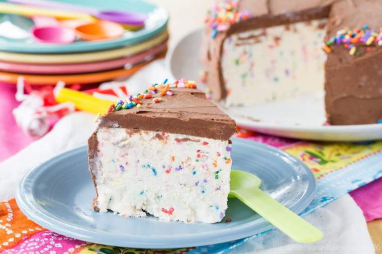 no churn ice cream cake with rainbow sprinkles and chocolate frosting