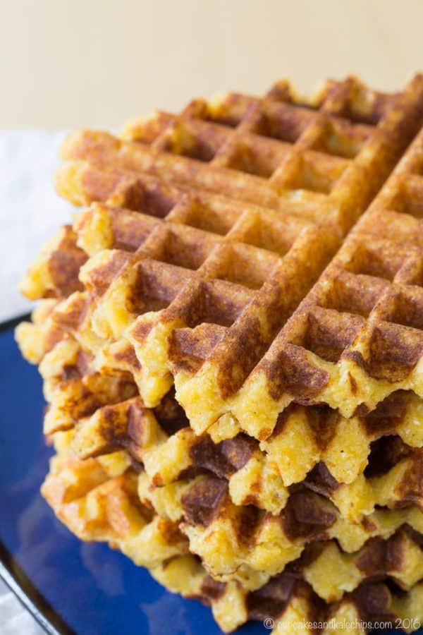 Cheesy Polenta Waffles - this savory waffle recipe makes a delicious side dish any time you'd serve polenta or even cheddar grits, or serve it for breakfast topped with eggs. | cupcakesandkalechips.com | gluten free