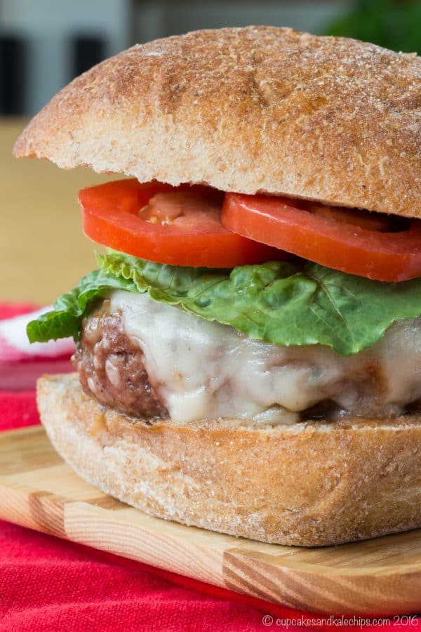 Meatball Parmesan Burgers - transform the classic Italian comfort food recipe into a juicy hamburger topped with tomato sauce and cheese. | cupcakesandkalechips.com