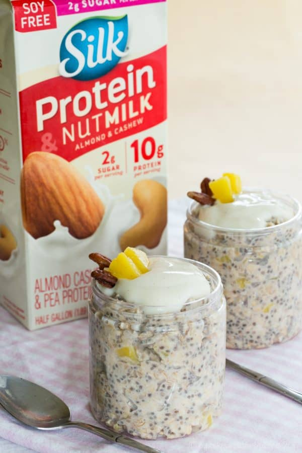 Hummingbird Cake Overnight Oats - all the flavors from the classic southern cake recipe in a protein-packed breakfast made with @LoveMySilk #SilkProteinNutmilk. Gluten free, dairy free, vegan #AD