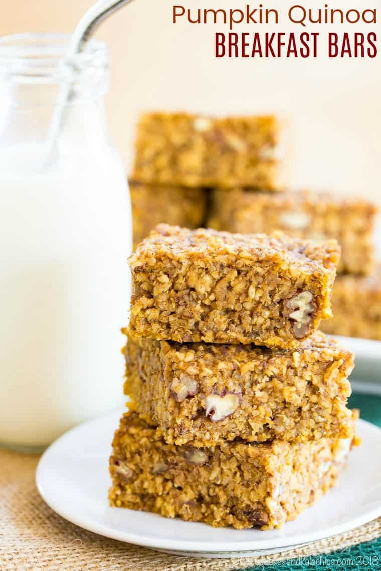 Pumpkin Quinoa Breakfast Bars - a healthy and delicious breakfast or snack filled with your favorite fall flavors and spices and plenty of protein and whole grains. This gluten free recipe is perfect to make ahead and take on the go/ #pumpkin #breakfastbars #glutenfree #quinoa